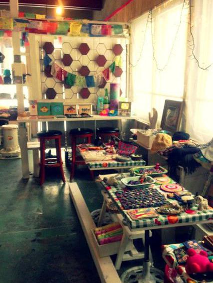 一風変わったビンテージ雑貨を探すならカフェ「キッチン トロンハ」へ!