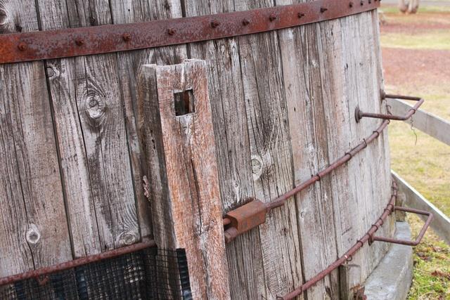 築80年以上! すこーし傾いた「日本最古の木製サイロ」を見に行こう