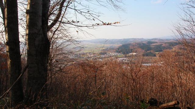 頂上で飛び跳ねるとドンドンと音が鳴る!厚沢部町「太鼓山」の謎