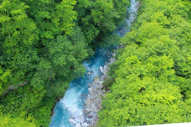 感動の美瑛ブルーを巡ろう! 青い池・青い川・スイーツを楽しむ