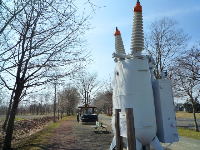 江別の遊歩道に展示されている謎の機械3つと列車2両は一体なに?