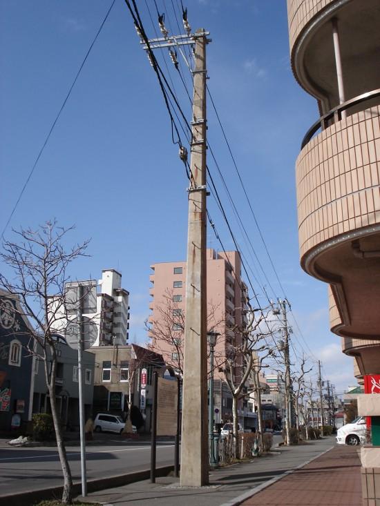 四角くても現役!函館の日本最古のコンクリート電柱