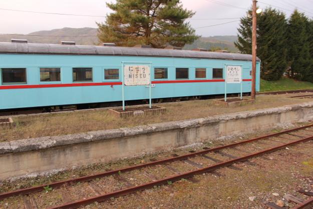 富内線探訪(1) 蒸気機関車と水色の客車が残る「振内駅」