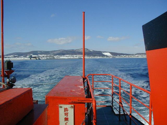 ガリガリ流氷を削り進む流氷砕氷船『ガリンコ号Ⅱ』で流氷観光の最先端へ