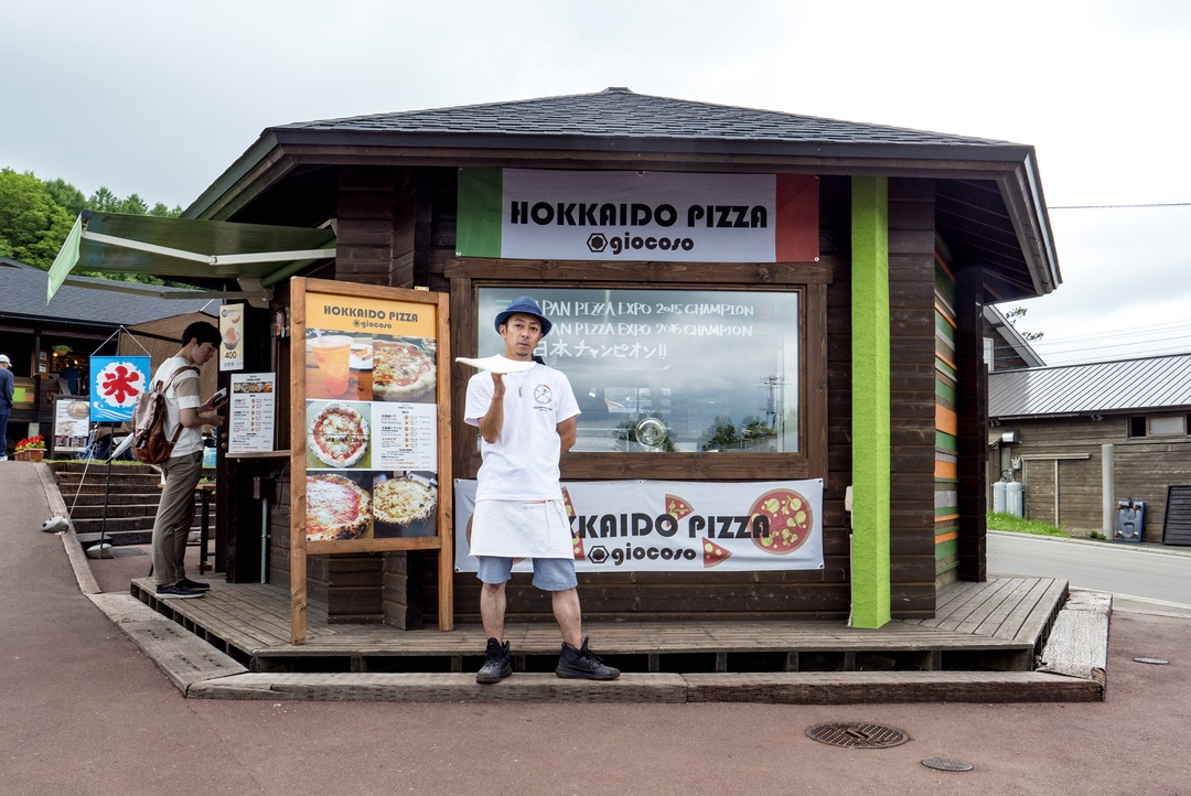 日本一に輝いたプロのピザ・パフォーマーがいるお店「FURANO PIZZA」