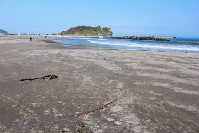 室蘭の海水浴場は音が鳴る?! イタンキ浜で鳴り砂を鳴らせてみよう!
