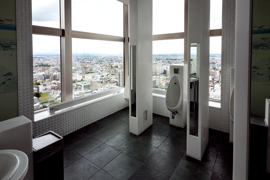 ガラス張りのトイレがJRタワー展望室に!こんなトイレができたワケとは