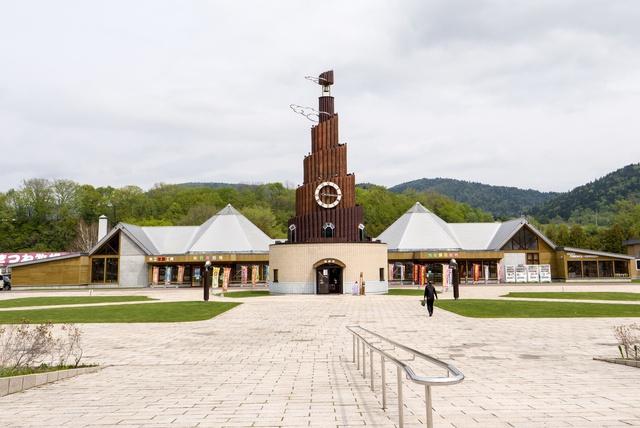 シンボルは世界最大級のからくりハト時計塔!道の駅おんねゆ温泉