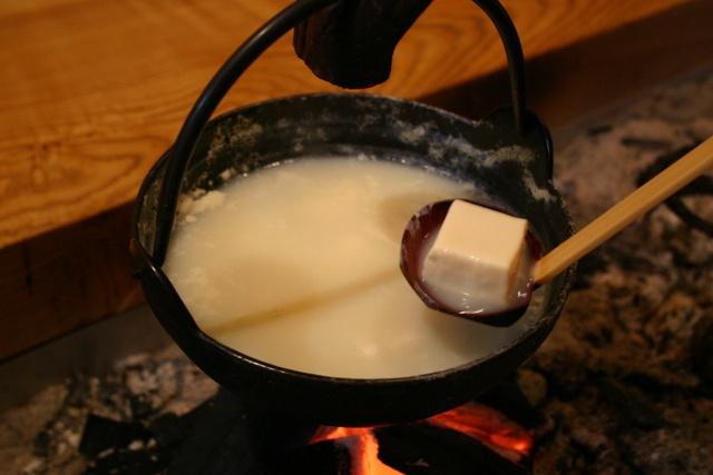 温泉豆腐や洞窟風呂が好評!十勝ぬかびら源泉郷「山の旅館 山湖荘」