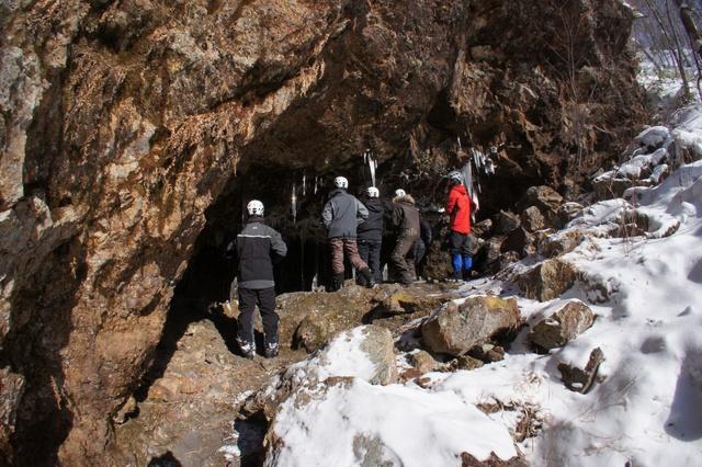 冬の洞窟に潜む「にょろにょろ」に会いに(2)―国内最大級の大滝へ