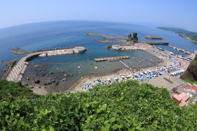 プールで海水浴ってどういうこと?乙部・元和台海浜公園「海のプール」