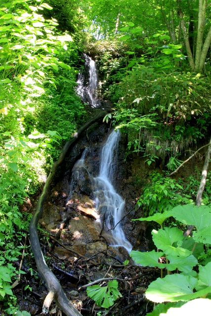 裏側に入れる滝も!豊浦町の秘境 ポンベツ川流域の4滝を制覇する!
