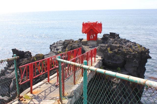 熊と人に見えるかな?「寝熊の岩」「人面岩」がある利尻島西海岸