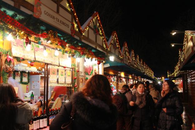 大通公園を明るく照らすイルミネーション+クリスマスのコラボレーション