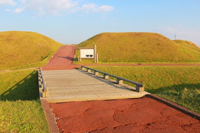高台から津軽海峡と函館山と函館空港が望める!国指定史跡・志苔館跡