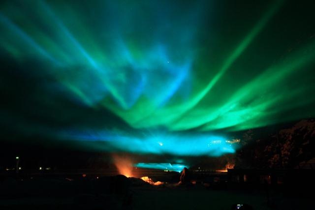 知床の夜空にオーロラを再現―人々の感動呼ぶ「オーロラファンタジー」