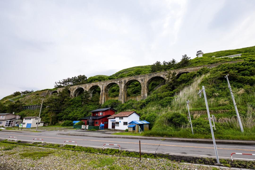 函館・汐首岬の近くにあるコンクリートアーチ橋はなぜ造られた?