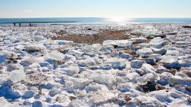 ジュエリーアイスが大量に打ちあがる!十勝川河口で厳冬期だけの現象