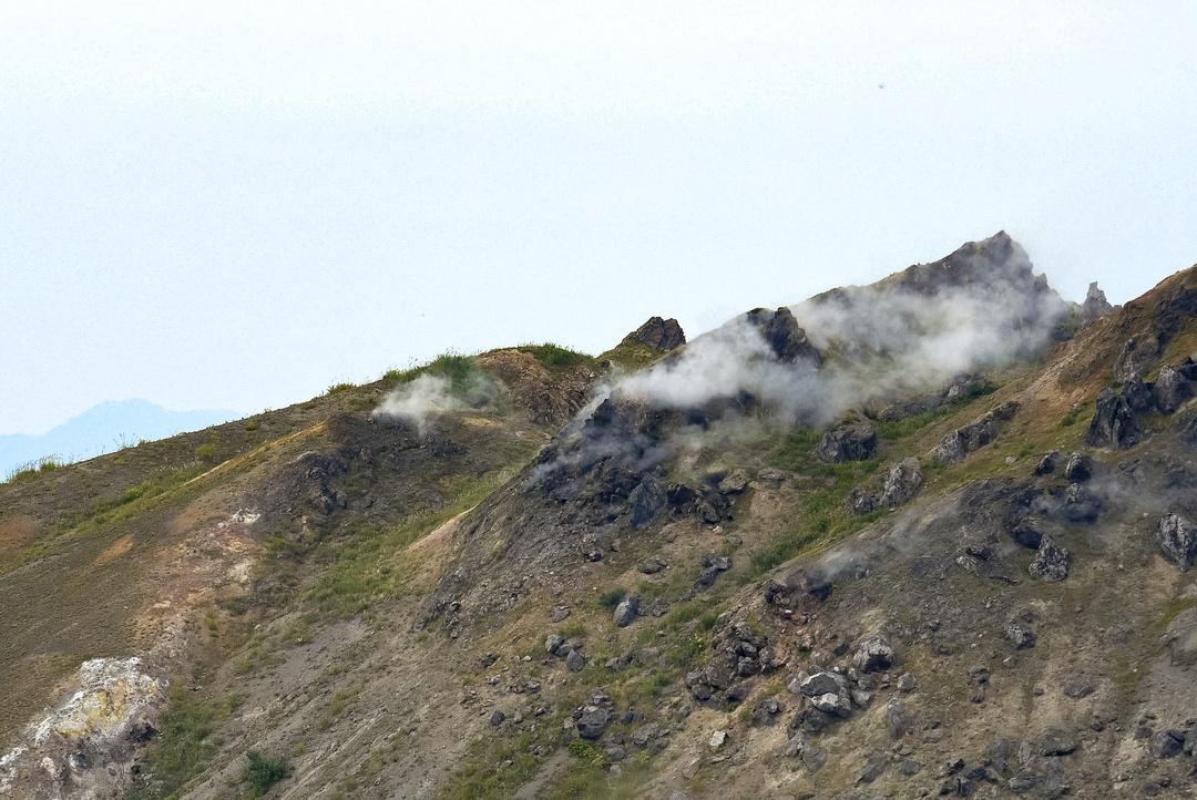 ロープウェイに乗って山頂へ!洞爺湖を望む「有珠山」の楽しみ方