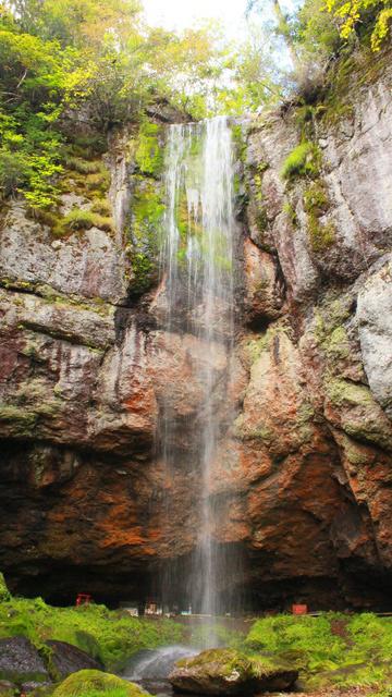 滝を裏側からも見られる珍しい滝!丸瀬布の奥地にある「山彦の滝」