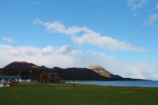 山頂近くから見る下北半島と恵山に大歓声! 親子で海向山に登ってみた