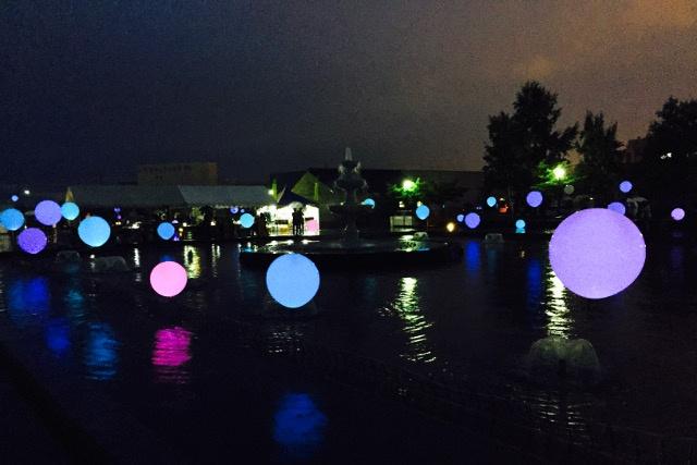 小樽・北運河が幻想的に!バルーンが7色に灯る「北運河ルネサンス」