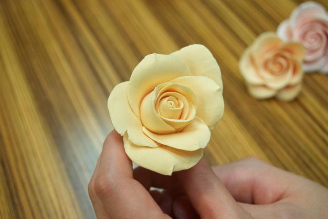 初めてでも楽しい!手のひらで作るバラのクレイクラフトに挑戦!