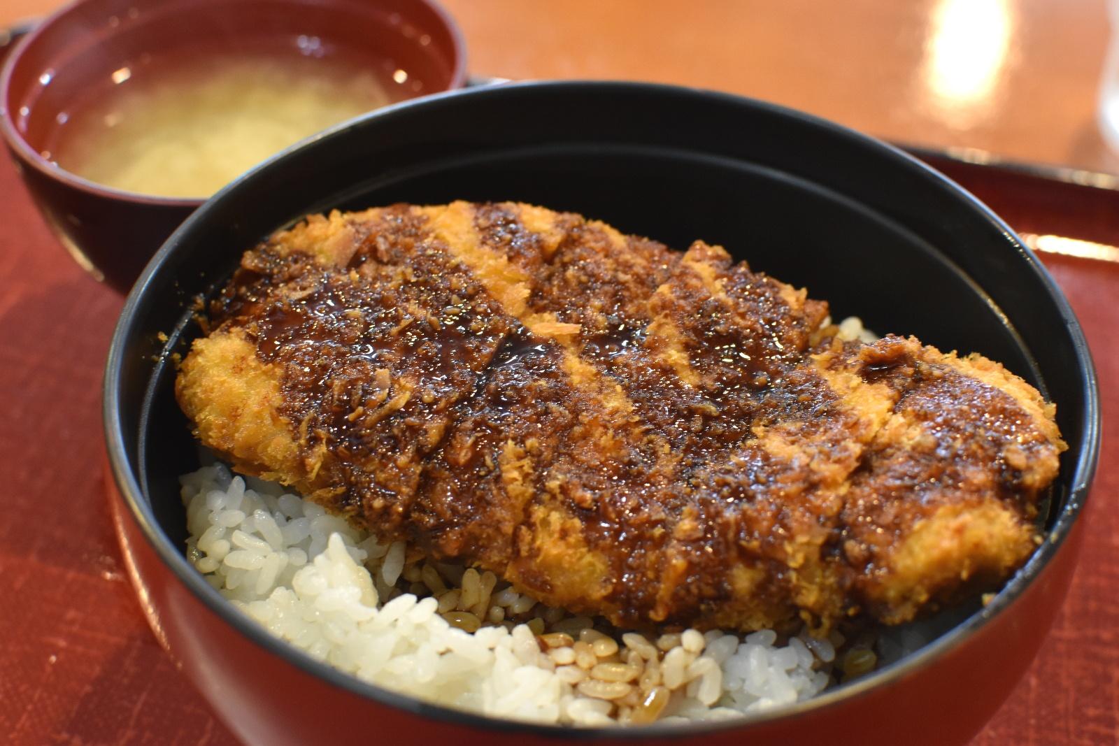上砂川町民に愛された懐かしの炭鉱グルメ「ソースかつ丼」が復活!
