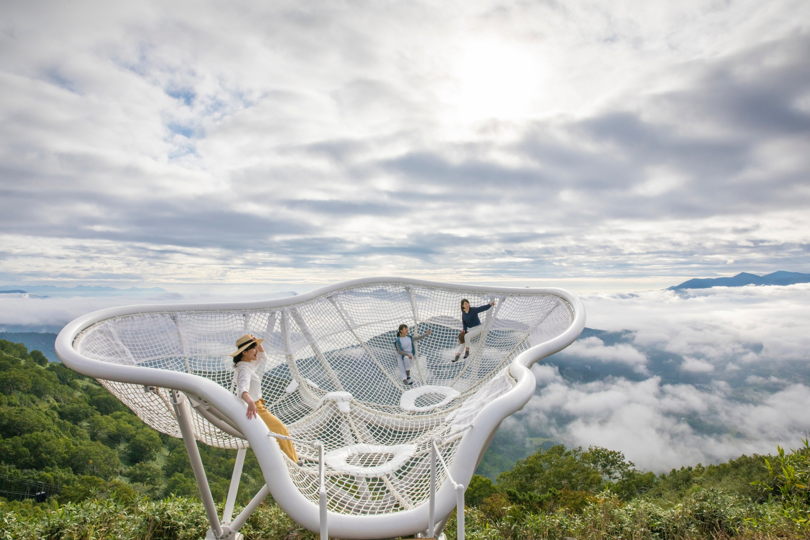 雲の上に浮かぶ!? トマム「雲海テラス」に2つの展望スポットが誕生