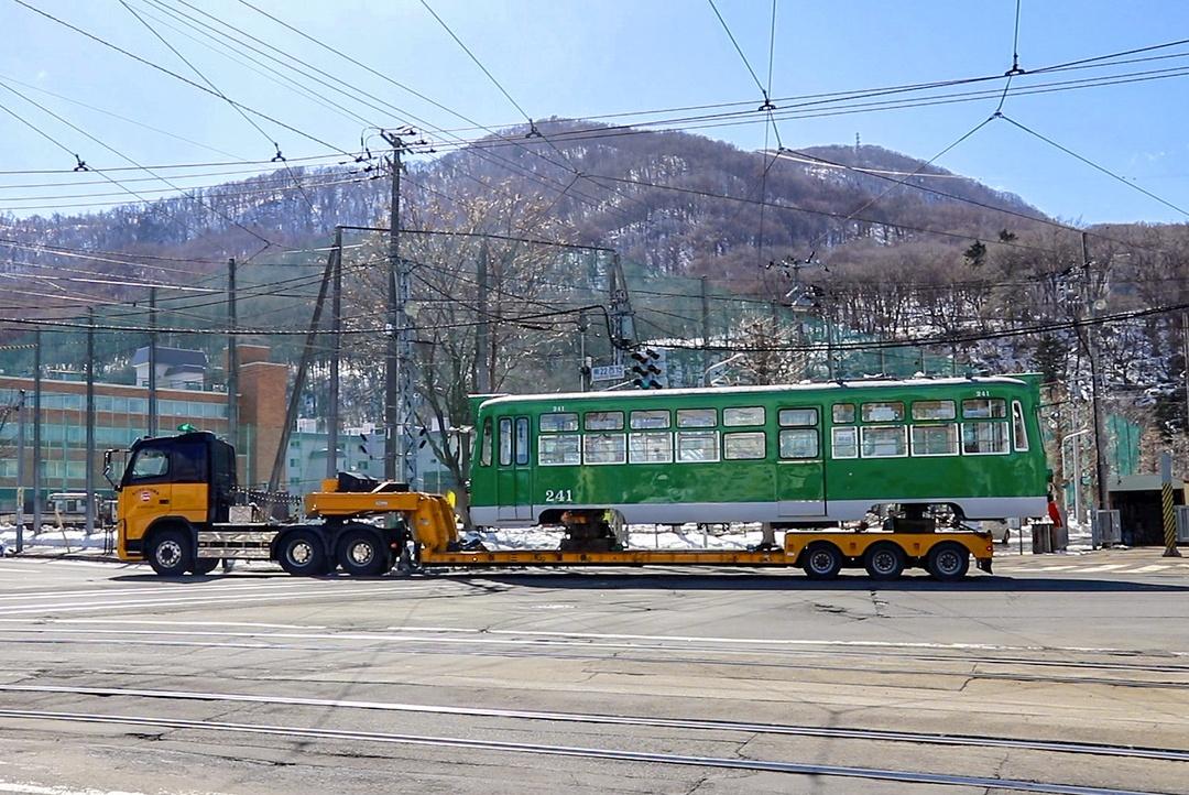 路面電車が道路を走る!? 超レア!札幌市電車両搬入の様子に密着
