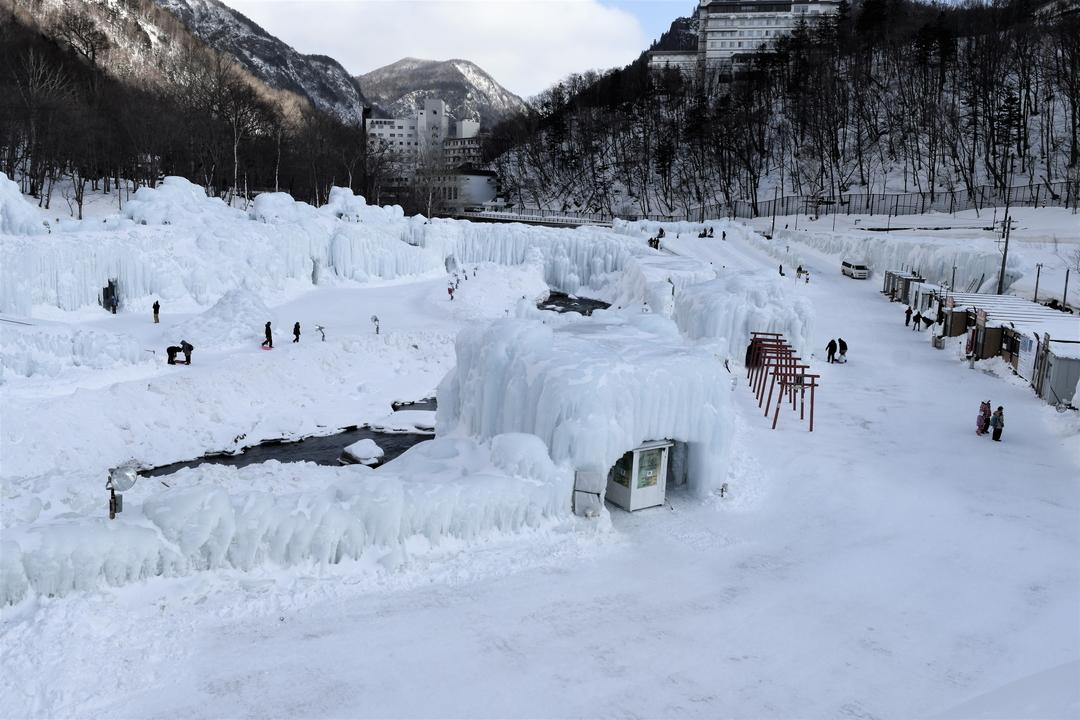地元の冬の魅力を再発見! 層雲峡温泉氷瀑まつりで大雪山大学「氷の学校」開校