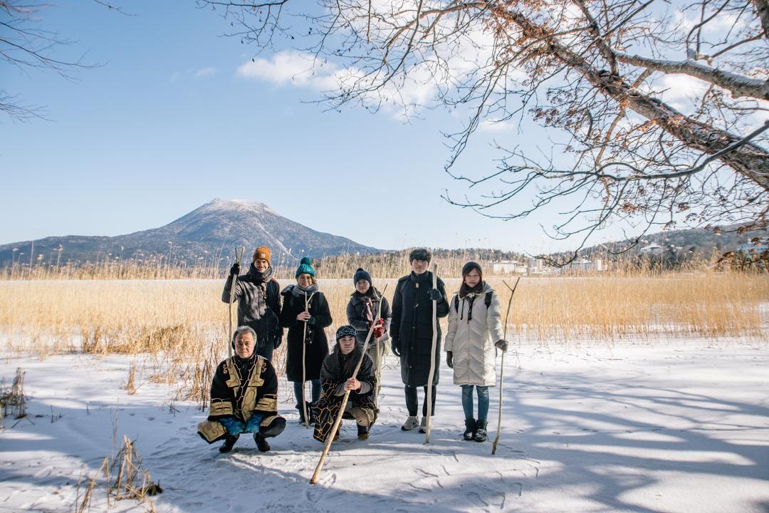 阿寒湖のアイヌが案内。自然の中で逸話に耳を傾け、ムックリを演奏してみるツアー