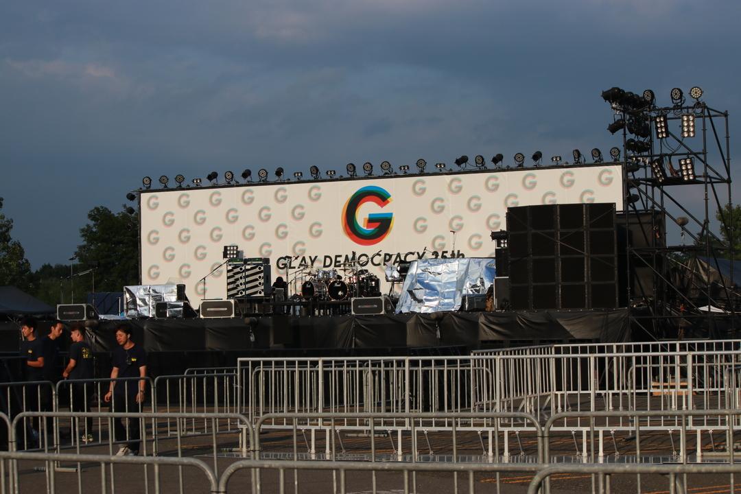 GLAYが千歳アウトレットモール・レラで無料ライブ開催!1万人超が集まる