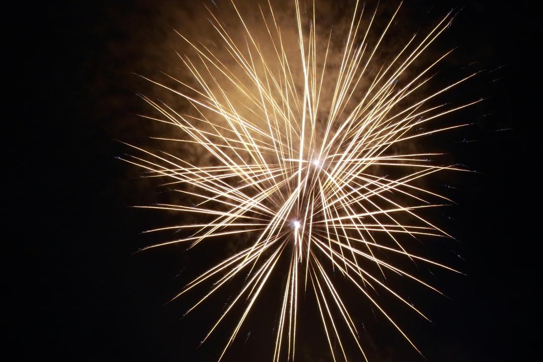 全道25か所で突然の一斉打ち上げ花火!夕張では幸福の黄色い花火も登場