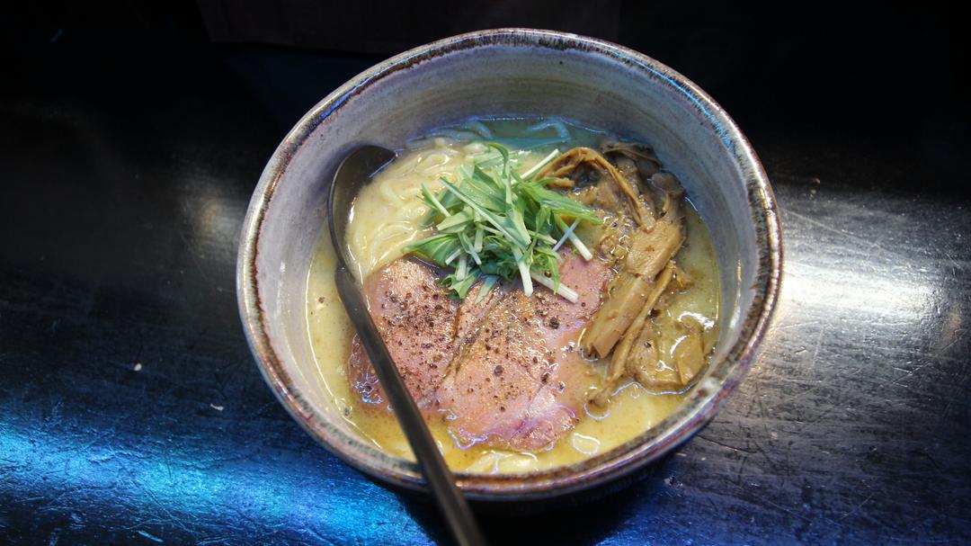 鶏白湯スープのラーメンがくせになる!札幌すすきの「麺処 とりぱん」