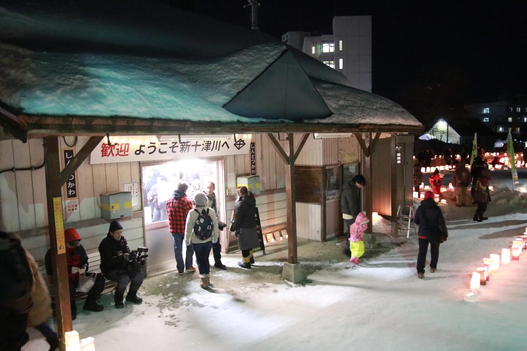 夜の新十津川駅に臨時列車がやってきた!札沼線沿線でエキアカリ開催