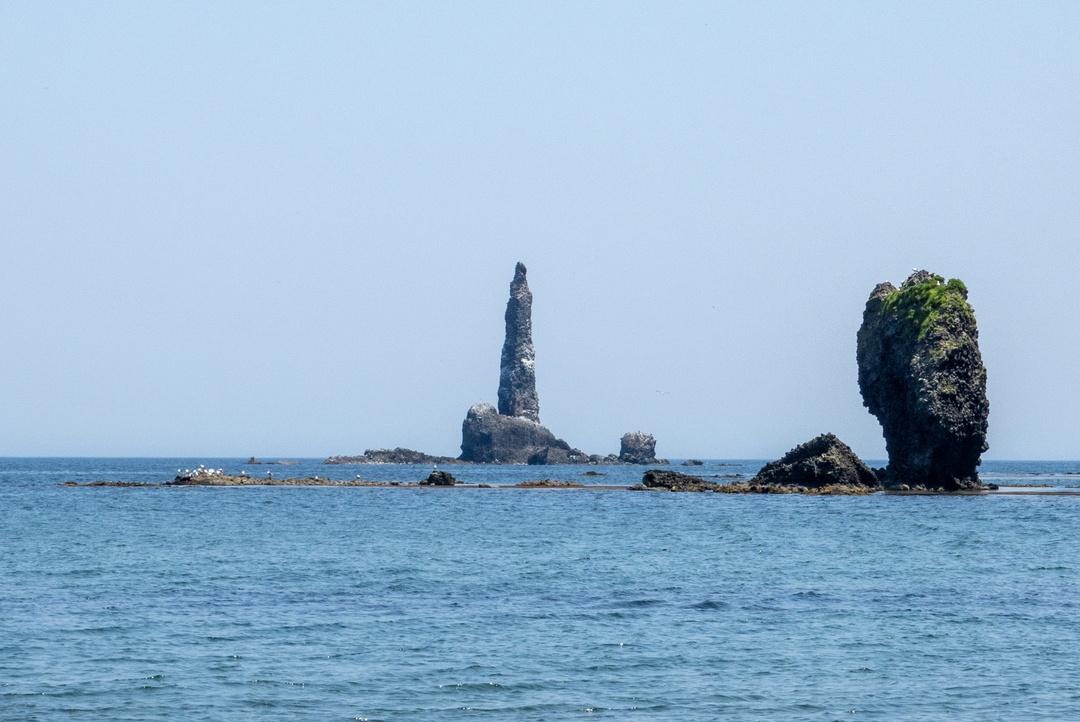 余市町の奇岩「ローソク岩」がローソクになる奇跡の瞬間を見逃すな!