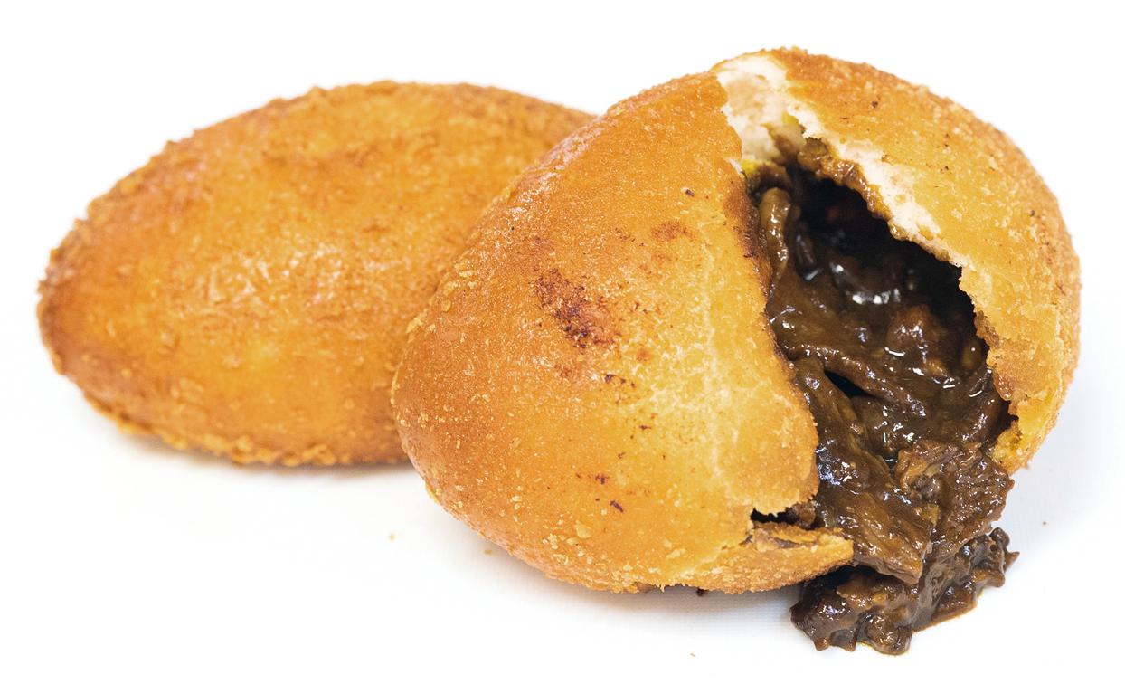 狸小路に「カレーパンだ。」誕生!コンサ色の黒赤2種のカレーパン販売