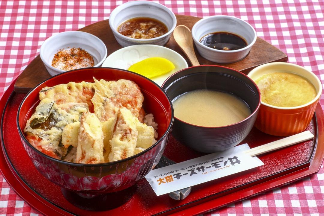 チーズと秋鮭の組み合わせが絶品!大樹町「チーズサーモン丼」とは