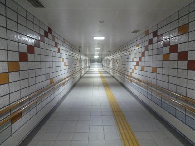 まるで秘密の地下道?道庁地下に張り巡らされる地下連絡通路