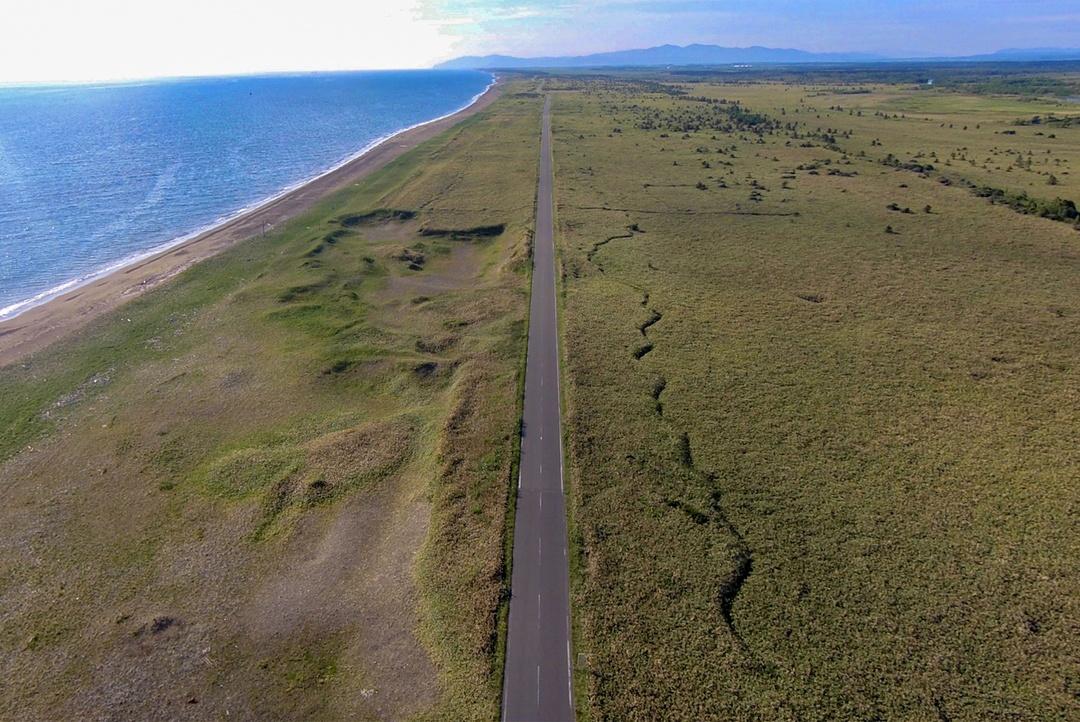 ライダー垂涎!牧草地を貫く直線道路「エサヌカ線」で爽快感を体験