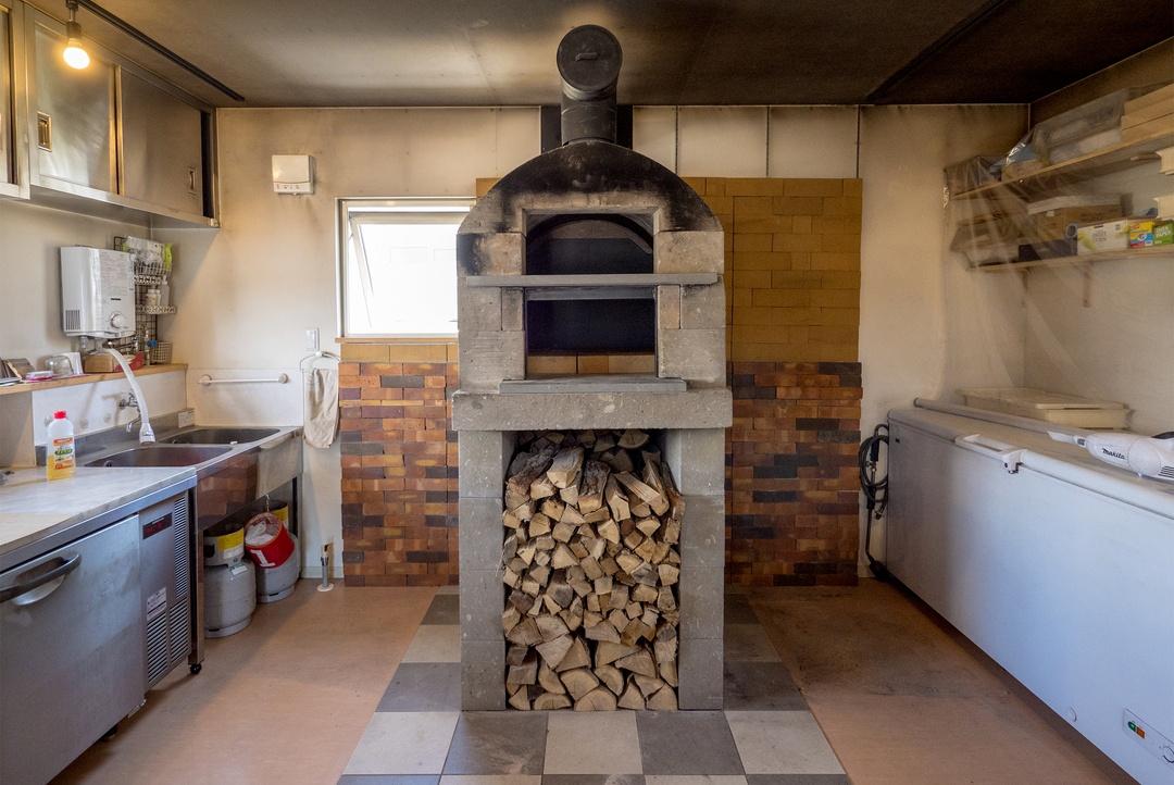 欧州スタイルのピザが1000円以下で!? 北広島市の「石窯焼グラッチェ」