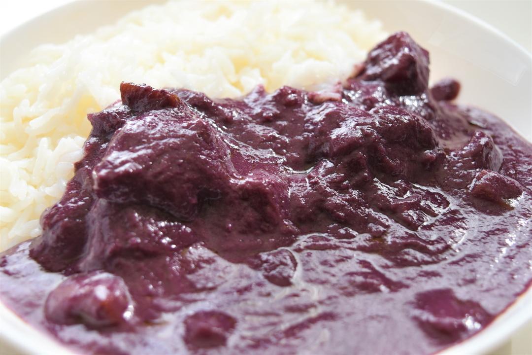 えっ、紫色のカレー!?「ハスカップカレー」をベル食品が発売し話題