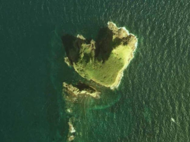 ハート形を探せ! 道内にはハート形の湖やハート形の島もある!