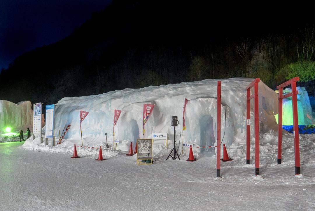 氷瀑まつりで短編映画を上映し大盛況!大雪山大学「氷の映画館」開催