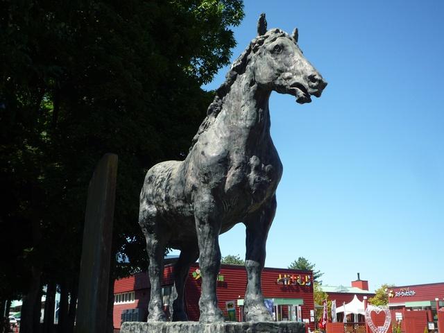 帯広競馬場入口に建っている馬の銅像「イレネー像」って何?