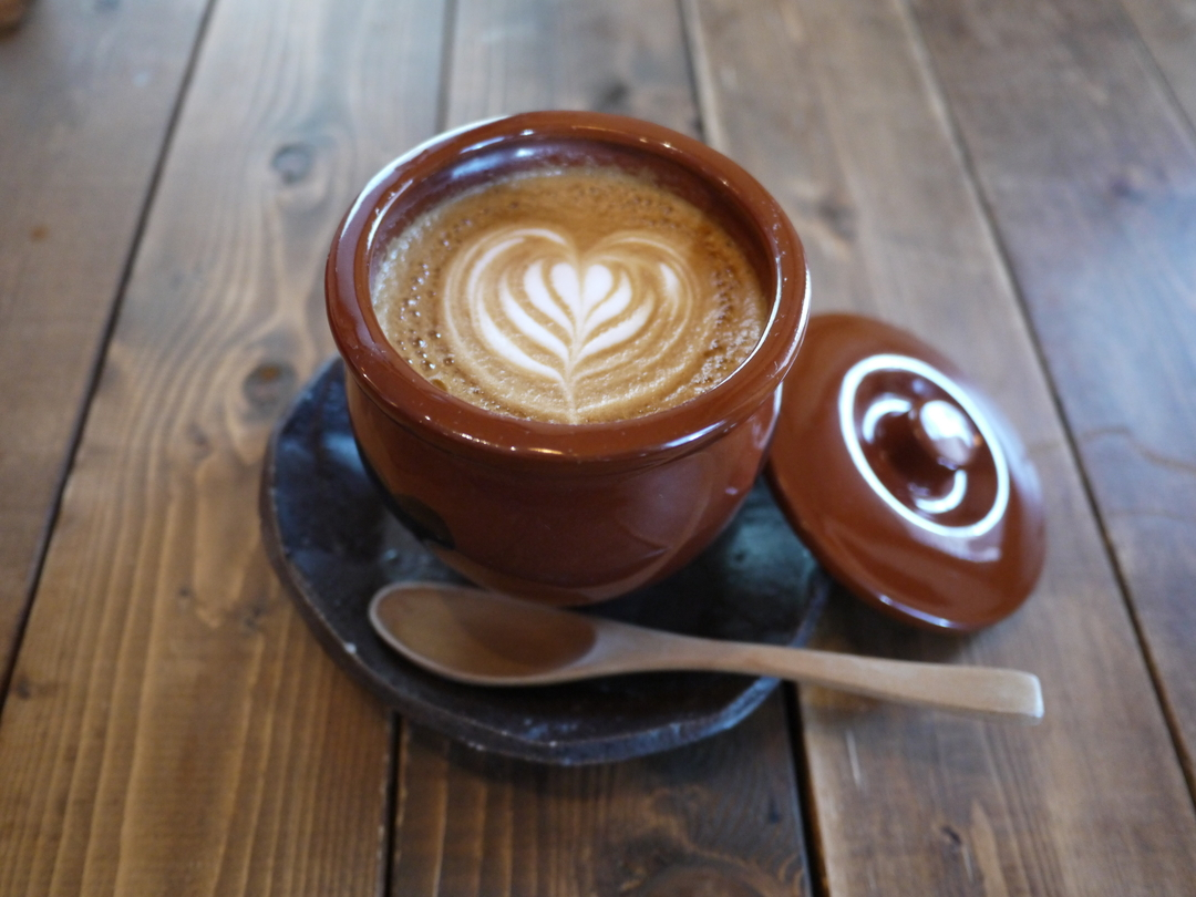 無骨な純喫茶で無骨なカフェラテを。札幌の穴場カフェ「河合珈琲」