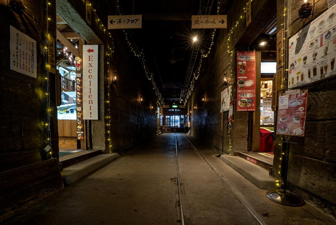 小樽の有名観光地「北一硝子」の一世紀以上に及ぶ歴史と魅力に迫る