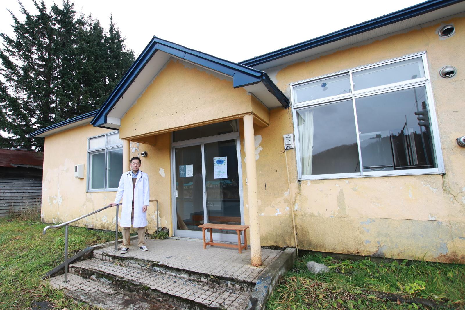 元診療所を家具の診療所に―白衣の家具職人が下川町で挑む憩いの場づくり