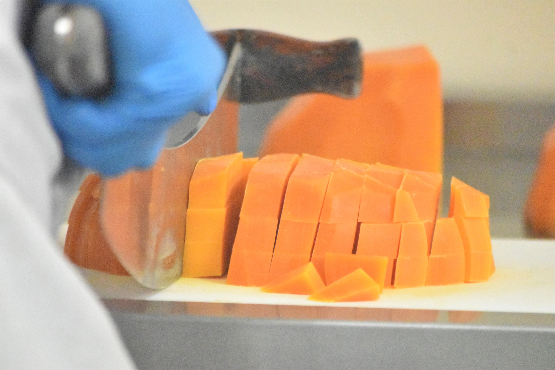 え?これがチーズ?独創的なチーズを作り続けるニセコチーズ工房の挑戦